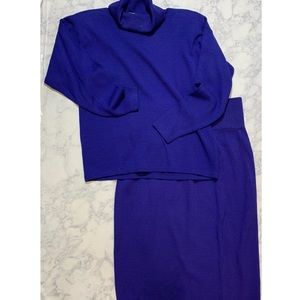 ST JOHN TWO piece blue turtle neck and skirt knit